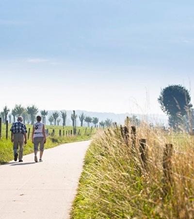 Wandelen en fietsen door de heuvels